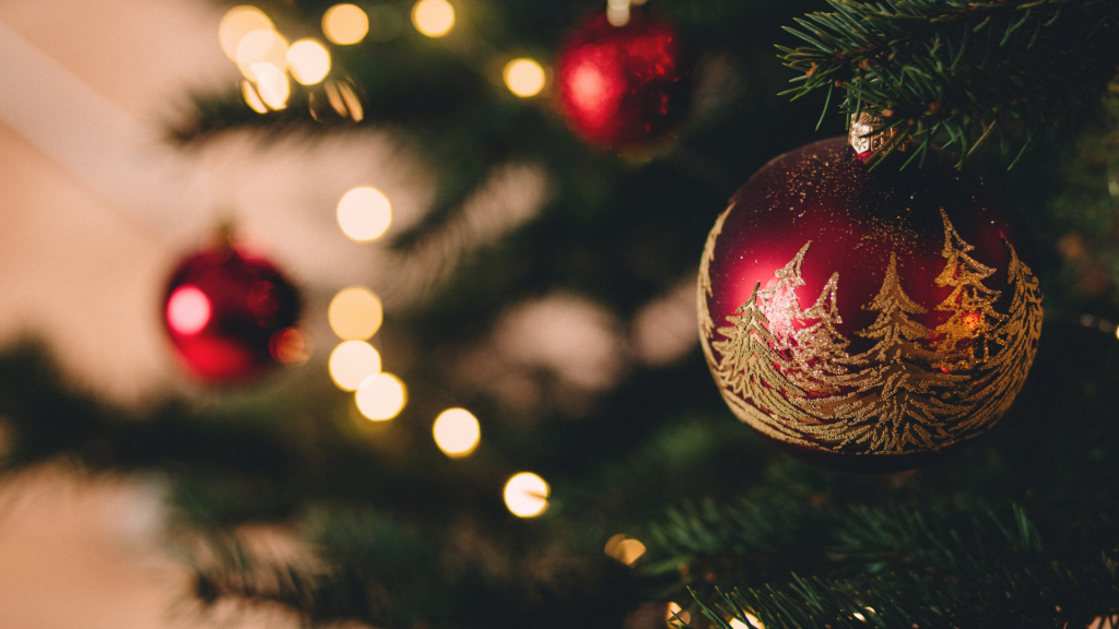 6 Things That Break Christmas Traditions You Should Do